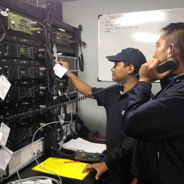 Instalasi Radio Jotron UHF TR7750 UWB di KRI Teluk Lada 521